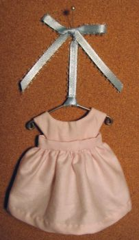"Buttoned Bib Apron Pattern for 6"" Dolls"